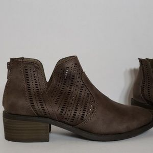 New Directions Lazer Cut Ankle Bootie Size 7